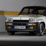 Utcai és versenyautóként is eladó a '80-as évek leggyorsabb francia minije