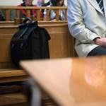 Baltanyéllel ütötte meg diákját, egy év felfüggesztettet kapott