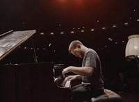 Ősrégi zongorákon is nagyon jól szól a kortárs zene