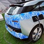 Fotók: szinte álca nélkül a BMW elektromos autója