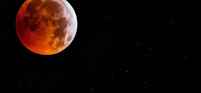 A NASA lefotózta a Hold túloldalán robogó kínai holdjárót