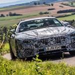 Még csak rút kiskacsaként, de már megmutatták az új Mercedes SL-t