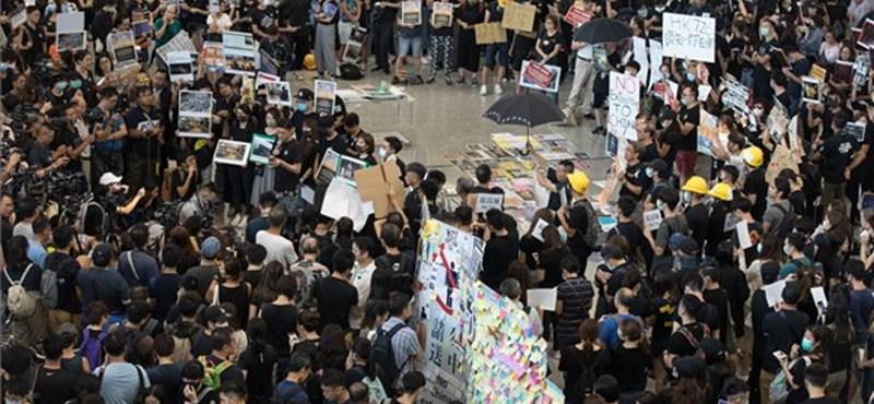 Erőszakba fulladt a 228 ezres hongkongi tüntetés, több ember őrizetben