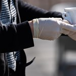 Koronavírus: a Rossmann, a Tesco és a Posta is új szabályokat hozott