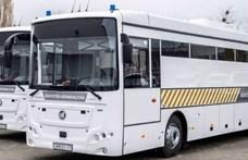 Ilyen buszokkal szállítják mostantól a rabokat