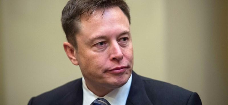 Elon Musk most humoristákat toboroz