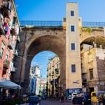 Nápolyban orvosokat keresnek, Rómában a tesztállomásokon hosszú sorok kígyóznak
