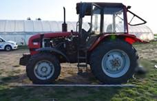 Kívülről indított be egy traktort egy férfi, ami aztán halára gázolt egy nőt