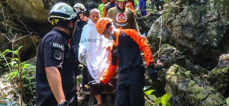 Meditálni ment egy barlangba, négy napra csapdába esett egy thaiföldi szerzetes