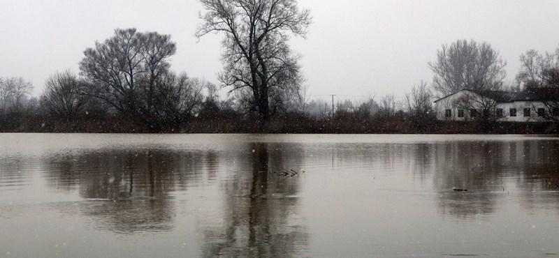 Több utat is lezártak Borsod megyében a Sajó áradása miatt