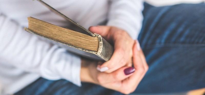 Irodalmi kvíz profiknak, a költészet világnapján: emlékeztek a rímfajtákra?