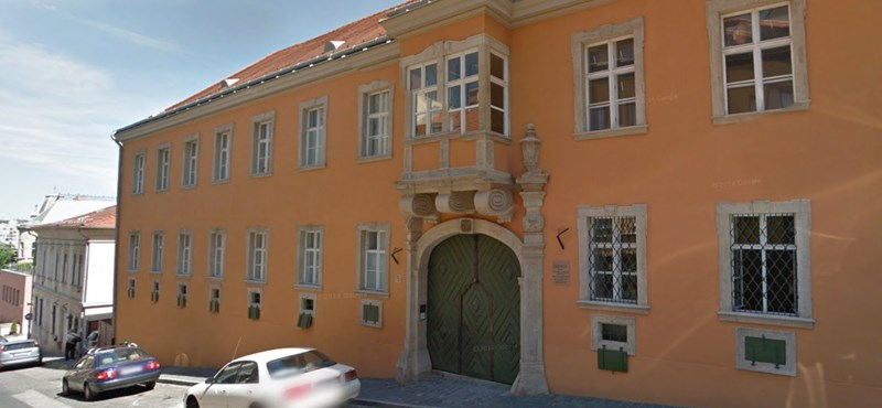 Nemcsak a budavári polgármester, a szülei is önkormányzati lakásban élnek