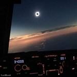 Szóval ilyen egy napfogyatkozás, ha az ember egy pilótafülkéből nézi