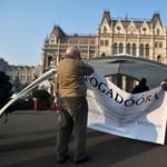 Név szerinti szavazást akarnak a közoktatási törvény ellen tiltakozók