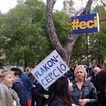 Szavazzon: Melyik a Szabadság téri tüntetés legvagányabb plakátja?