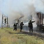 Fotók jöttek a Debrecenben szénné égett vonatról