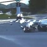 Ezért kell becsatolni a bukósisakot minden motorosnak, robogósnak - videó