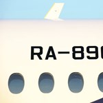 Tudja miért vannak lekerekítve a repülőgépek ablakai? Életet mentenek