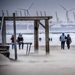 Fotó: Elkötött egy múzeumhajót a brutális szélvihar Hollandiában