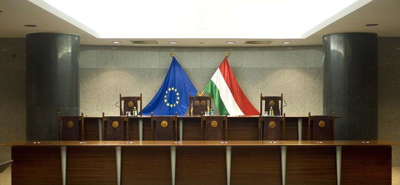 Alkotmánybíróság elé vitte az LMP a CEU ügyét