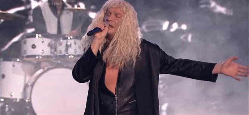 Kóbor Jánosnak maszkírozva, magyarul énekeltek a lengyel Sztárban sztárban