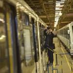 Videófelvételek alapján keresik a 3-as metró szabotőreit