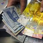 A bankok a devizahitelesek idegeivel játszanak