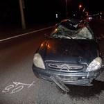 Nem sokkal a baleset után meghalt a késő este elütött biciklis - videó