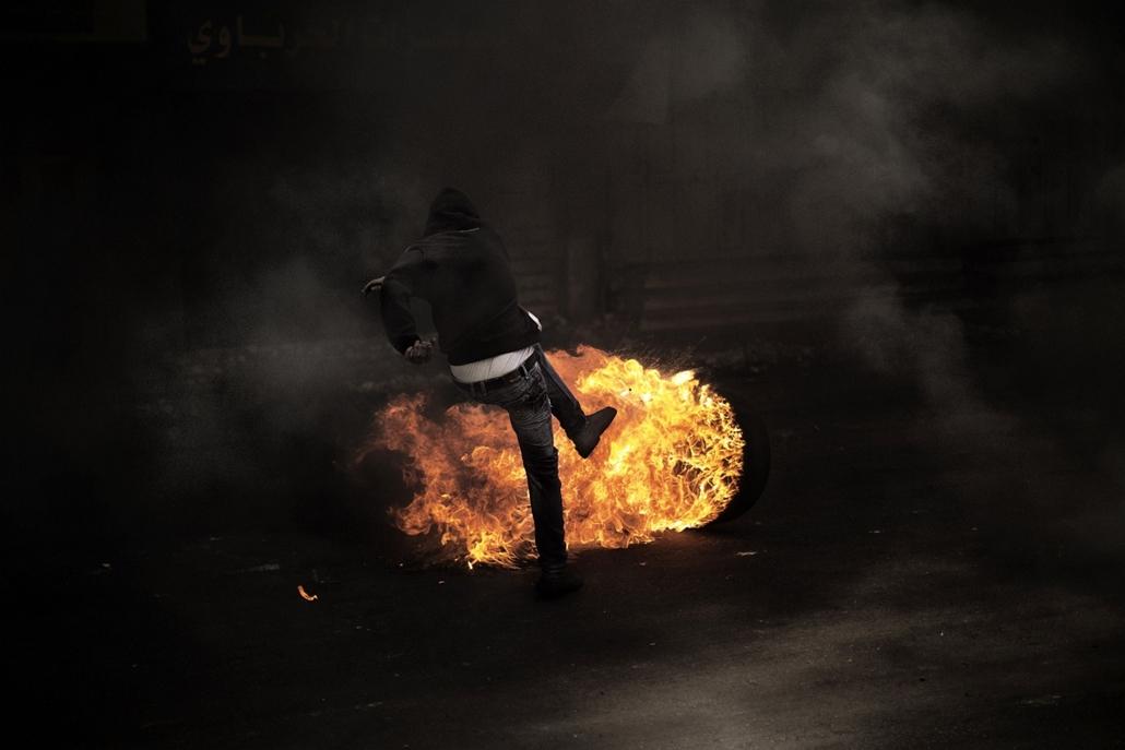Palesztin tüntető, gumiabroncs, összecsapás, izraeli hadsereg, Hebron