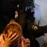Több száz tüntetőt vettek őrizetbe Belaruszban, miután Lukasenka titokban letette a hivatali esküjét