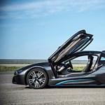 Júniustól láthatjuk az utakon a BMW i8-ast