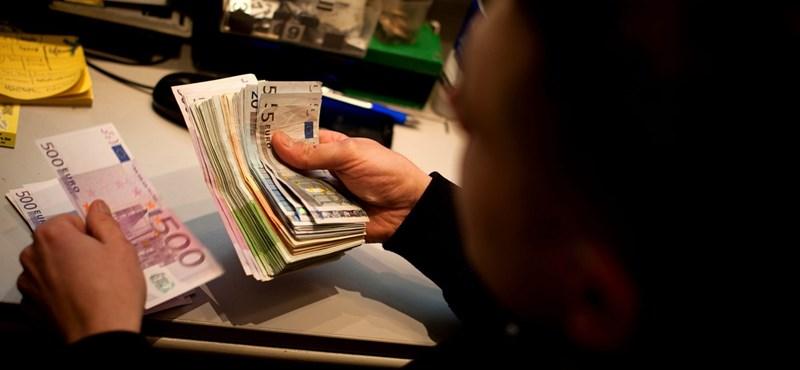 Gyengül a forint a kamatcsökkentés óta, már 354 forint egy euró
