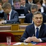 Orbán adóemeléssel védte meg az adócsökkentést