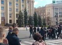 Maszkos szélsőjobbosok támadták meg a melegfelvonulás résztvevőit Harkivban