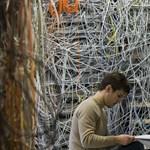 Informatikai kiút a válságból: kapcsolatok vagy internet