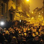 """""""2014-ben mi is szavazunk"""" - több ezren tüntettek az Emmi előtt"""