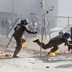 Meggyulladtak a rendőrök Chilében - fotók