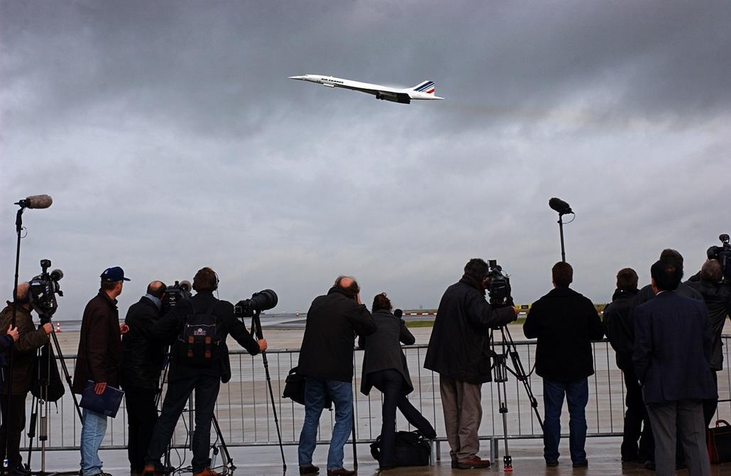 afp.01.11.07. - A baleset után 2001. november 7-én szállt fel az első Concorde. - Concorde, repülőgép, nagyítás