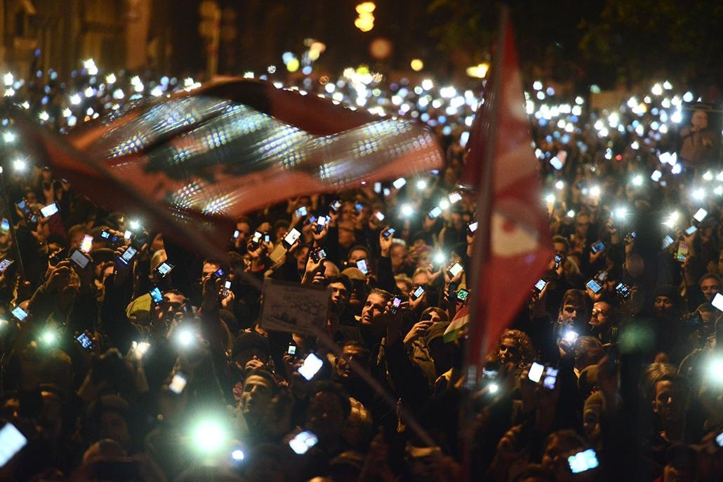 sa.14.10.28. - második tüntetés az internetadó ellen