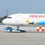 Különleges festésű repülő landolt Budapesten