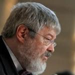 HV: meglepetésember váltja Szőcsöt az államtitkári székben