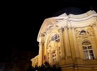 A tüntetés szervezői a Vígszínházat is hívták az egyeztetésre, de nem kaptak visszajelzést