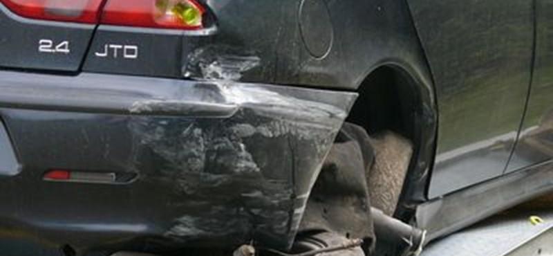 Fotó: kiütötte az Alfa kerekét a csattanás