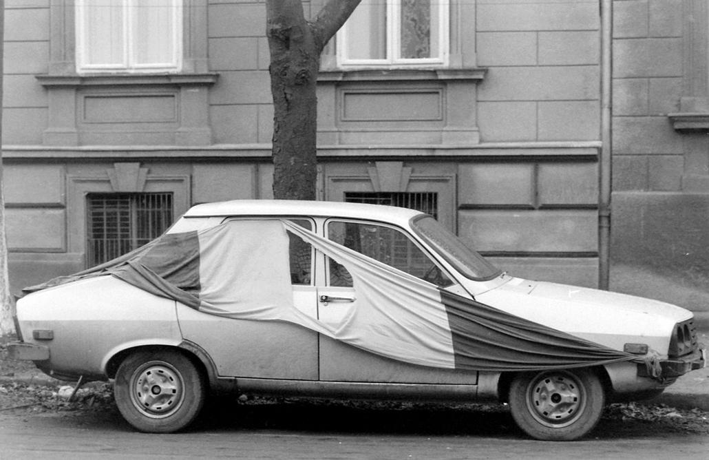 fortepan. Temesvár 1989, román forradalom - Dacia és zászló