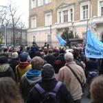 Égő Ukrajnával tüntettek Bajnaiék az orosz nagykövetség előtt