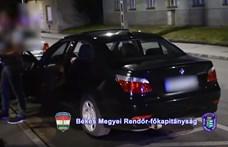 Becuccozott, ámokfutó fiatal autósokra csapott le a rendőrség