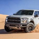 Kettéharapja és kiköpi a sivatagot az új Ford F-150 Raptor – videó