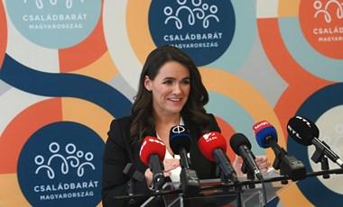 Megjelent a kormányrendelet, mostantól Novák Katalin engedélye kell az egyedülállók örökbefogadásához