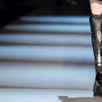 Aki a hosszabb lábait veszi fel, ha bulizni indul - a művégtag mint divatcikk