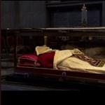 Baj van XXIII. János pápa bebalzsamozott kezével, de a Vatikánban majd helyrehozzák